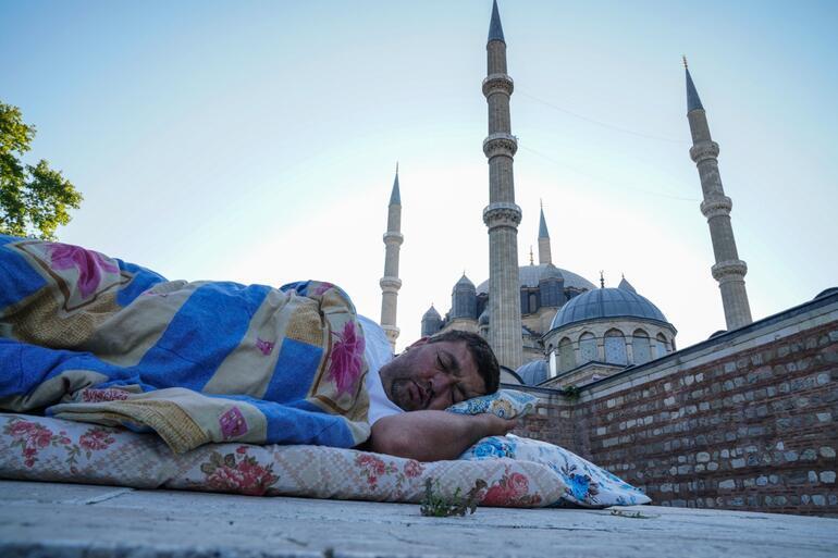 660ıncısı düzenlenen Kırkpınar için Edirneye akın akın geldiler